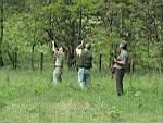 Koronglövészeten gyakorolnak a vadásztársaság tagjai 2002. június 28-án